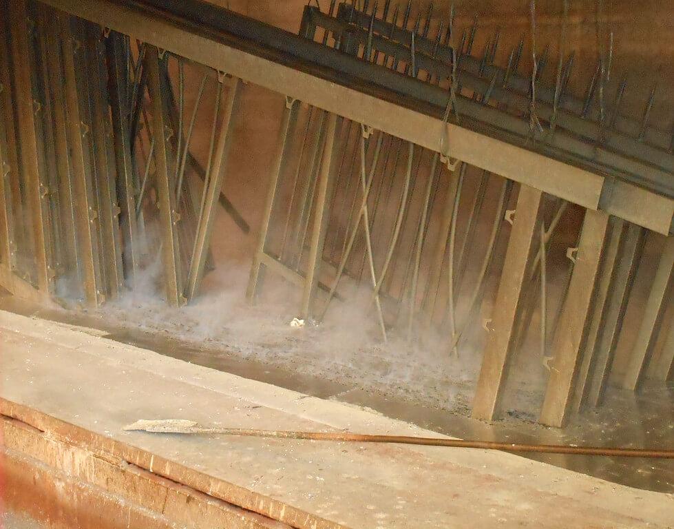 Portail trempé dans le bain de zinc